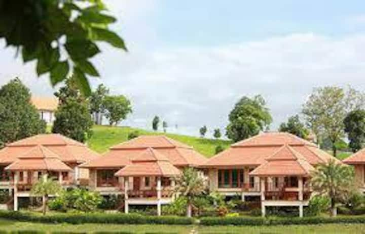 Lake Home Thongsathit Hill Khaoyai Villa