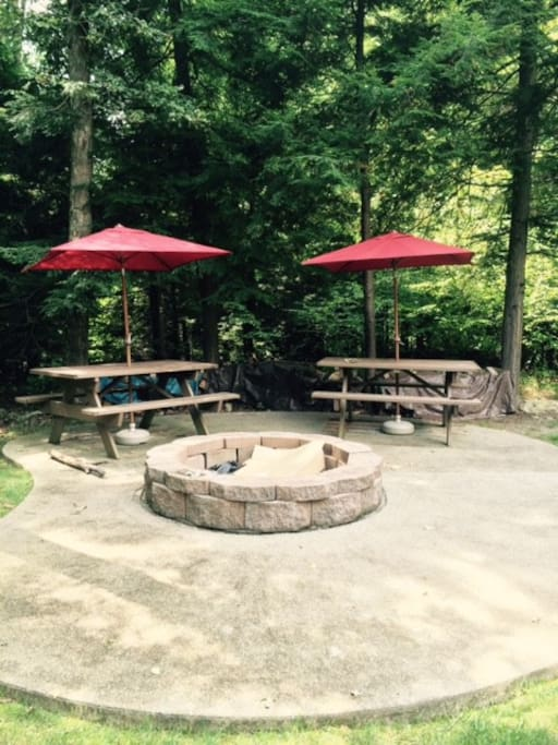 Great outdoor fire pit with custom grill for cooking