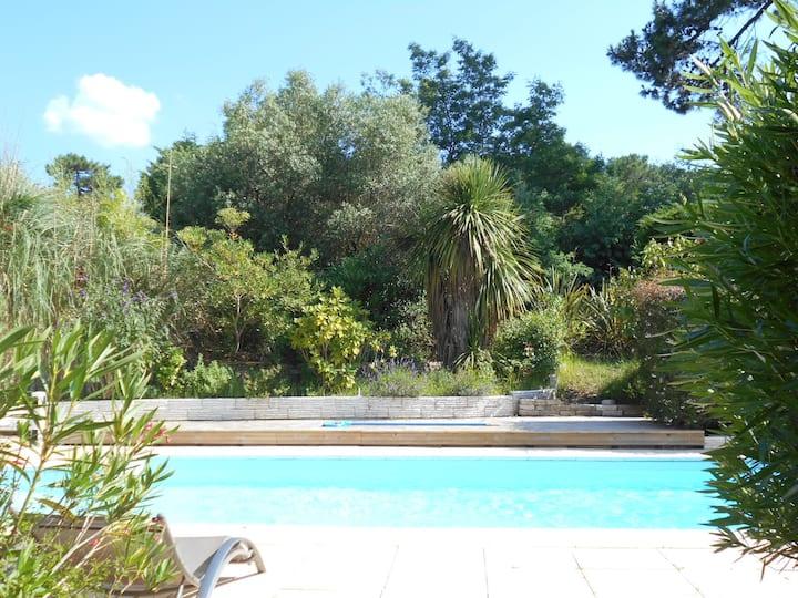 Villa sur le golf, magnifique jardin, piscine wifi