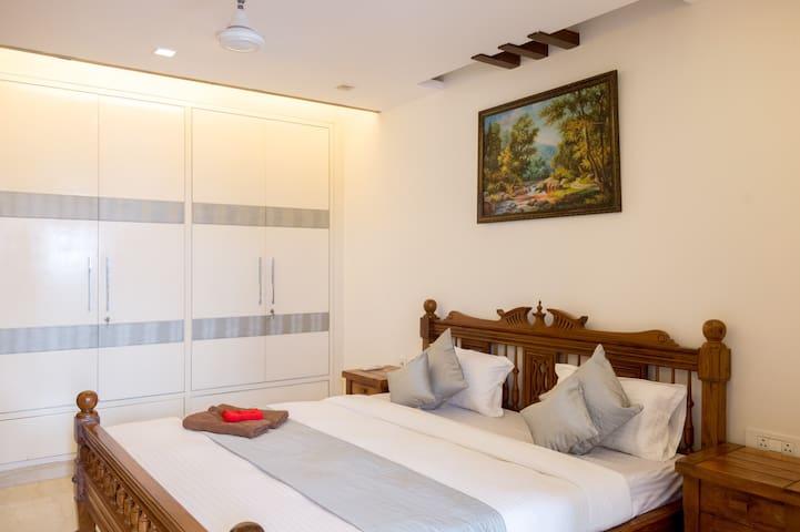 UMR Superio Near Hauz Khas Village- Private Room 4