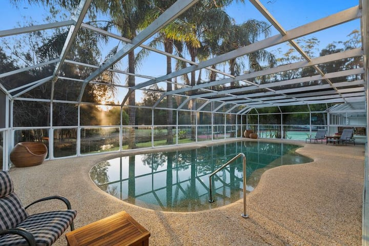 Cockle Bay Mansion- Pool, Tennis Court, Firepit