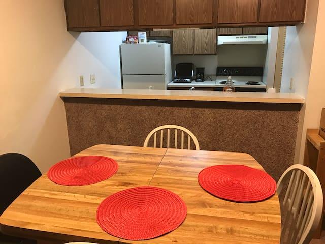 Bright & Cozy Apartment for 1-2