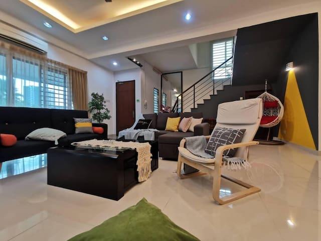 吉隆坡城市悠然小别墅,可以接待至少28位客人,可以开party、生日、结婚等,亲朋好友聚会等