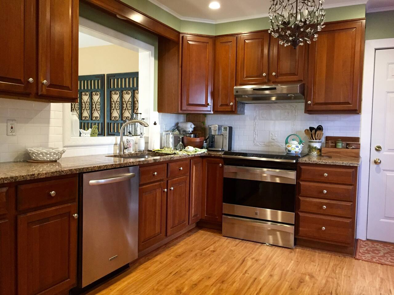 Kitchen- dishwasher, electric range, oven, keurig, kitchen aid mixer !