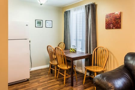 4 Bedroom Duplex - Central Location, Sundre AB - Dom
