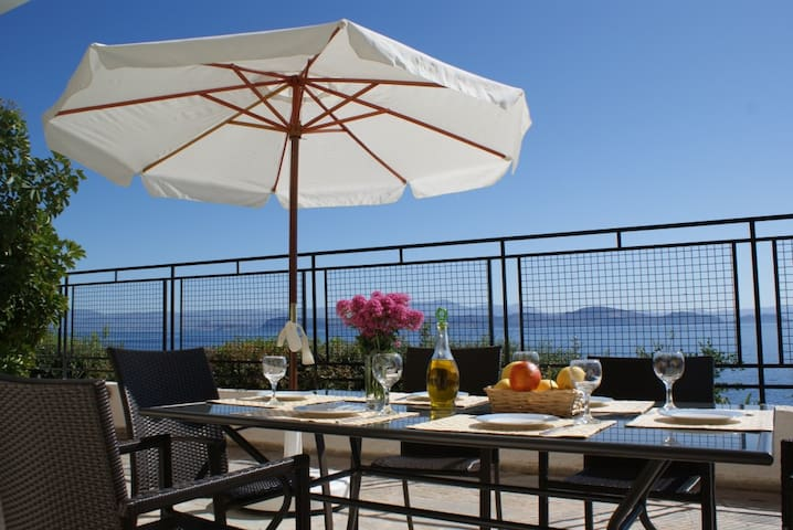 Sunrise 5 Apartment with Magnificent Sea Views