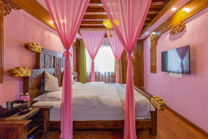 古城区鑫居客栈,浪漫大床房。特价房