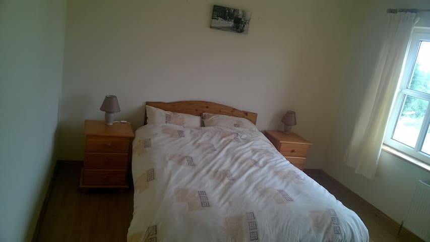 House near Moycullen. Double and Twin room. - Moycullen - Bungaló