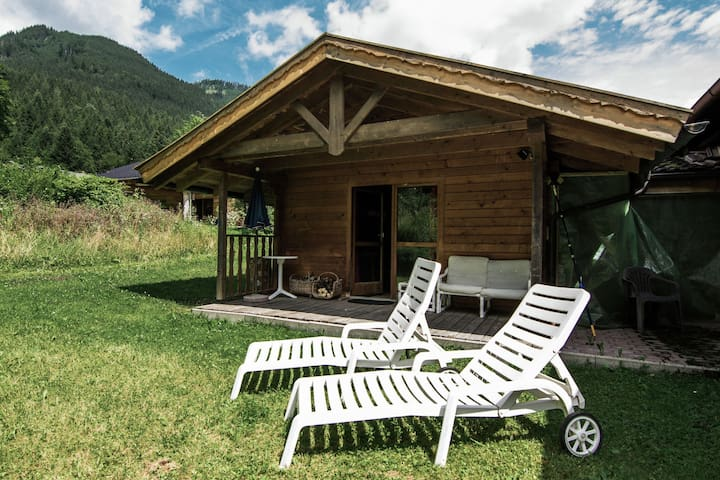Cosy little holiday home in Chiemgau - balcony, sauna and swimming pool