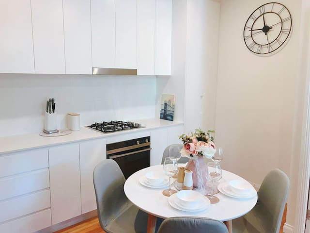 Lovely 2 Bedroom Apartment in Heart of Sydney