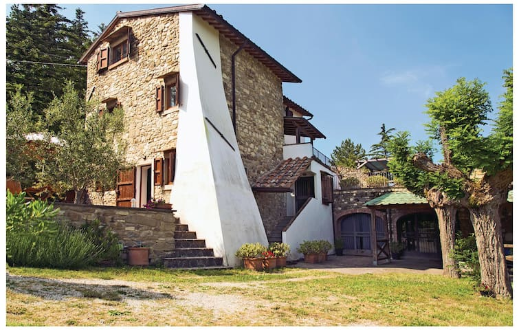 Holiday cottage with 4 bedrooms on 220 m² in Scarperia FI