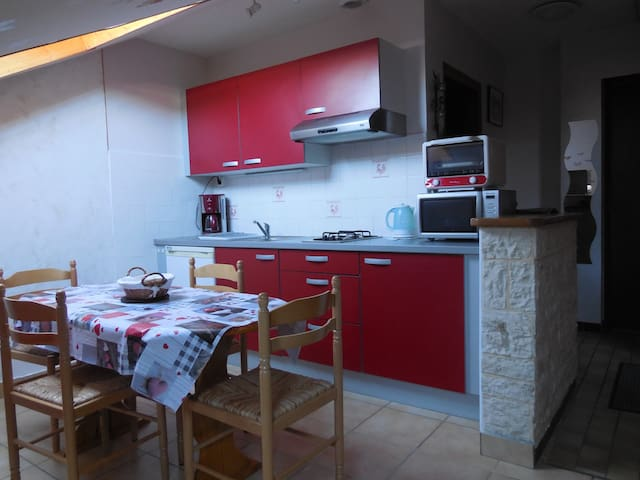 Bel appartement - 4 pers - au village- wifi - La Pesse - Departamento