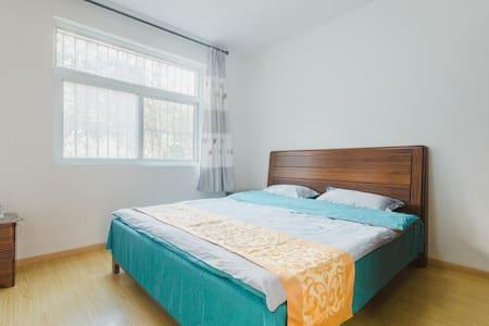滁州技术学院旁三室两厅温馨大床房