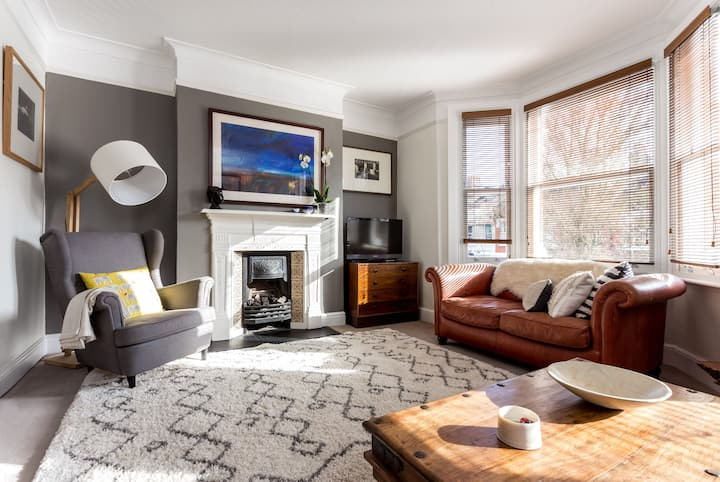 Spacious Fulham 2 bedroom with roof terrace