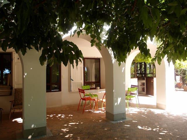Charming mediterranean 50's house within a garden