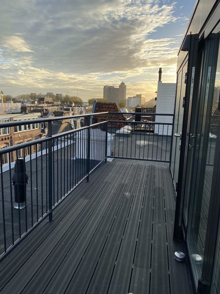 Amazing studio apartment with balconies