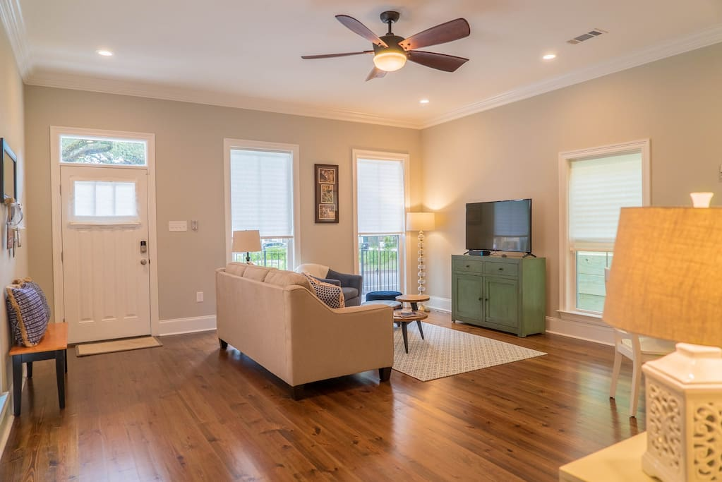 Spacious living room with cable TV and high speed WiFi throughout house.