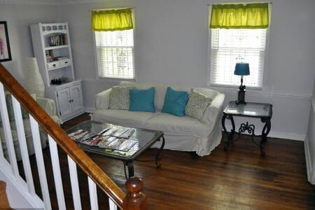 Clean Comfy HUGE and darn Cheap!! - Washington - House