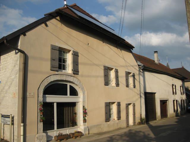 Begon : Logement spacieux (75 m²), bien ensoleillé - Aiglepierre
