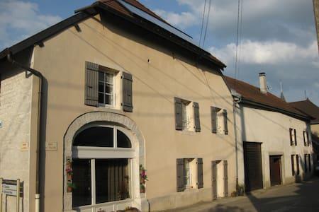 Begon : Logement spacieux (75 m²), bien ensoleillé - Aiglepierre - Appartement