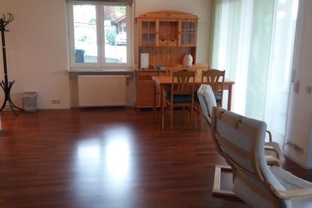 Gemütl., sep. Wohnung mit EBK + Bad in Huttingen - Efringen-Kirchen - Erillinen asuinyksikkö