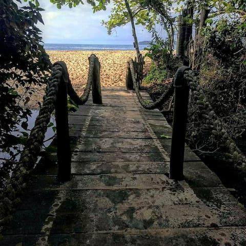 Compartalhdio Misto - Pe na Areia - Praia Vermelha