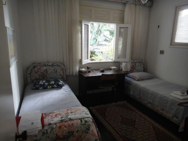 3 cuadras del Mar. Habitación condos camas