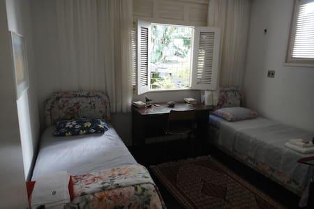 3 quadras da Beira Mar. quarto com duas camas.