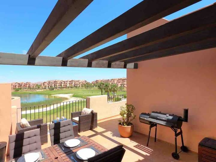 Stunning 3-bedroom apartment with balcony terrace