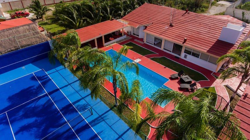 Cancún Villa Entera con Piscina y Cancha de Tenis