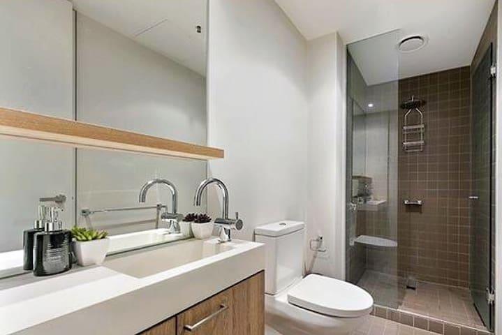 Luxury with FREE Wifi & City Views!! - South Yarra - Apartament