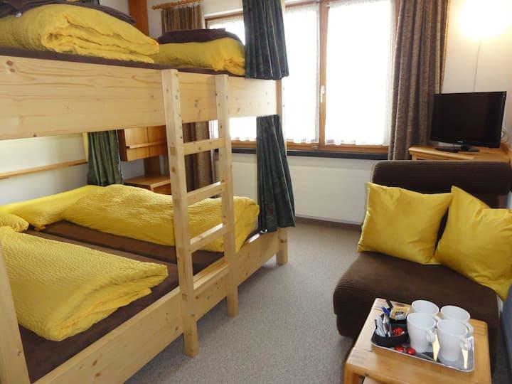 4-Bett-Familienzimmer im Haus Primula Pizol