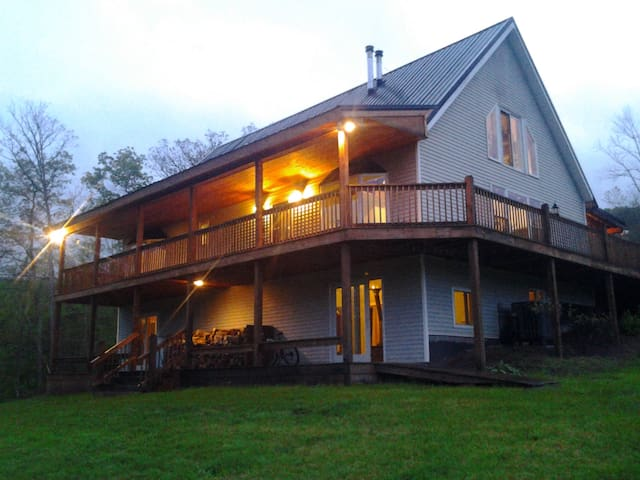 New River Gorge Guesthouse - Hinton - Szoba reggelivel