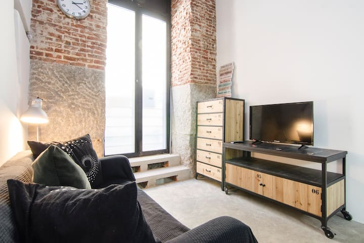 Bright & Unique 1BD with Jacuzzi - MALASAÑA