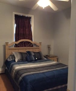 Comfy & Private Room. Minutes to NYC - Secaucus