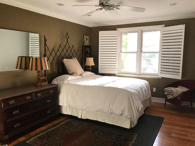 One of two downstairs bedrooms. All three rooms have queen bed.