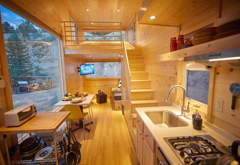 Brand New Bougie Tiny Home w/ Mountain Views
