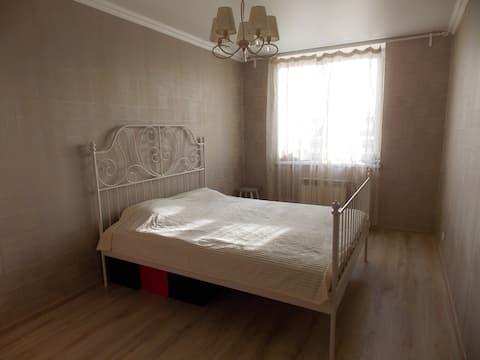 Уютная просторная комната для проживания
