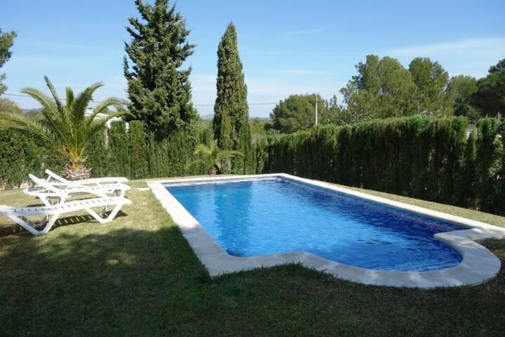 Villa con piscina l'Ampolla climatizacion y wifi