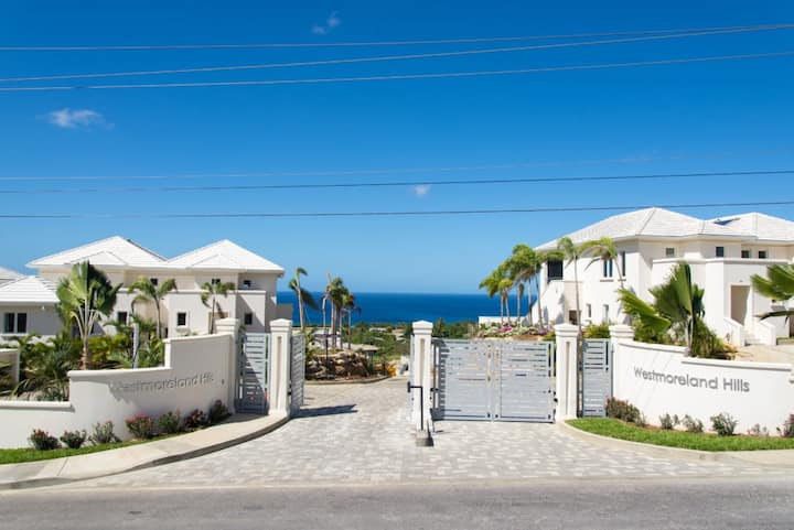 3 Bed Government Approved Villa. WiFi, pool, gym
