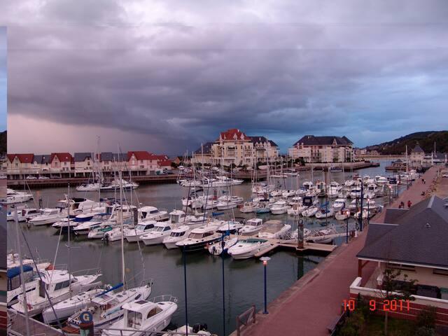 Duplex 80 m2 vue port à Port-Guillaume/Cabourg