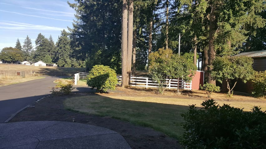 Country Charm-2 Rooms; Bedroom w/ Private Living - Oregon City - Σπίτι