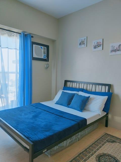 Comfy Studio w/ balcony across SM City @ Sunvida