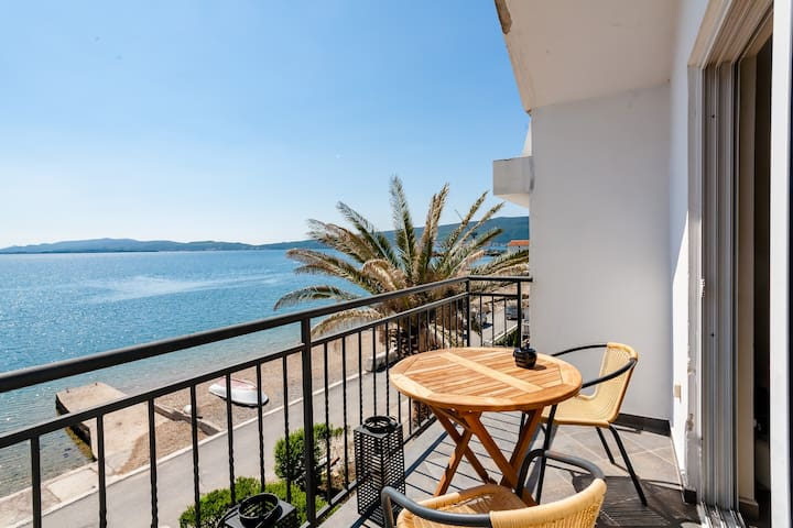 2 bedroom - BEACHFRONT APARTMENT
