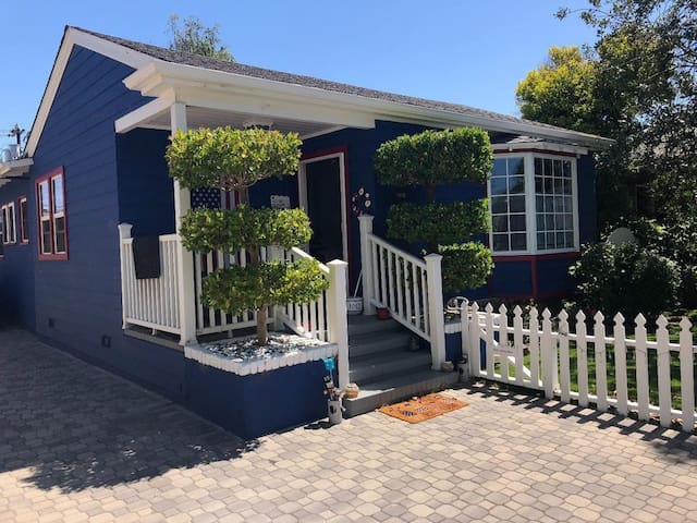 Great location Blue House in Burlingame