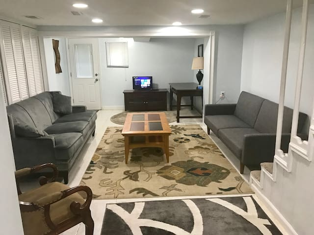 Pet Friendly 1 Bed Petworth DC Apt with Laundry