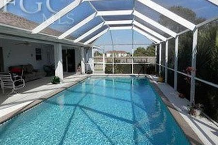 The Dragonfly   A place and pool, away from home! - Cape Coral - Casa