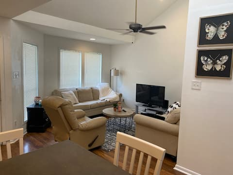 1 King Bed/1 Bath all to yourself! Quiet area.
