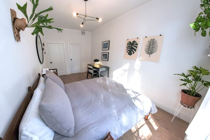 Airy Private Bed/Bath Near Fort Greene Park