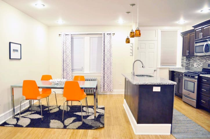 3Bdrm Townhome Near Attractions Sleeps 6